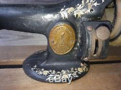 Extremely Rare Original 1918 last day WWI Model 25-4 Singer sewing machine