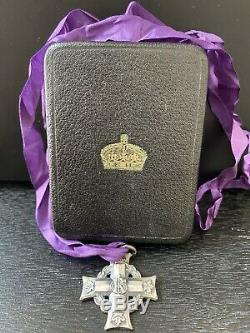Vintage WW1 CANADIAN Memorial Silver Cross Medal Named with original case